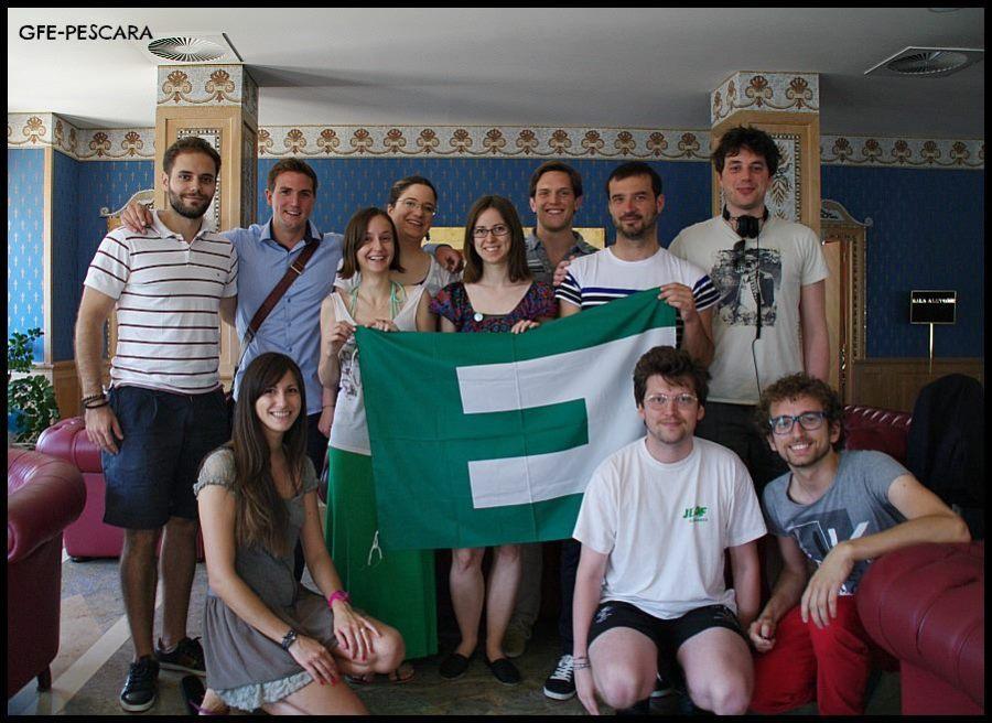 Foto di gruppo dei membri dell'EB della JEF convenuti a Pescara e alcuni membri della sezione GFE di Pescara